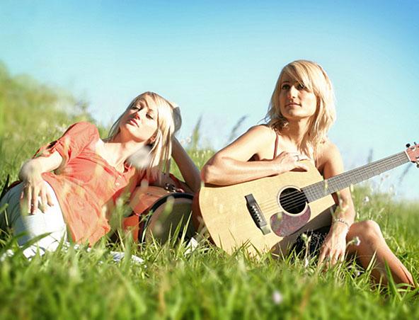 2 Of Romeos Girls Acoustic Duo Brisbane - Singers Musicians