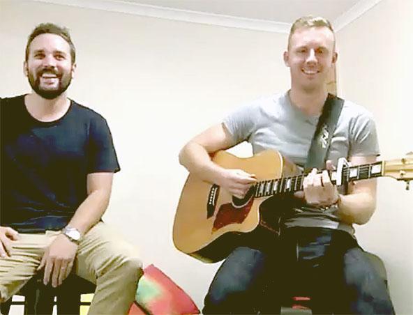 Brisbane Acoustic Duo Fretless Delay