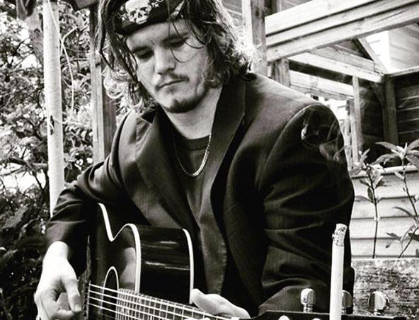 Byron Acoustic Soloist Singer Brisbane - Musicians Entertainers