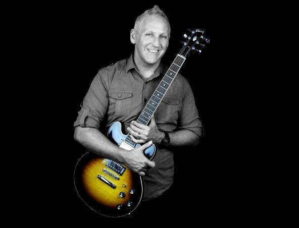 Al Solo Musician Acoustic Singer - Entertainer Brisbane