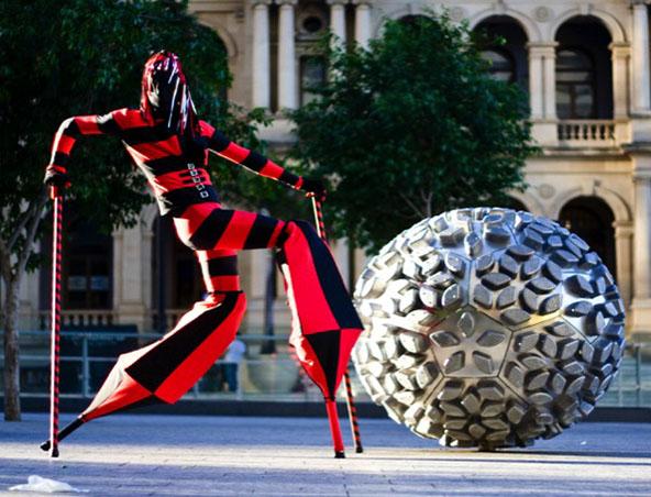Brisbane Stilt Walkers - Ente - Roving Entertainers - Performers