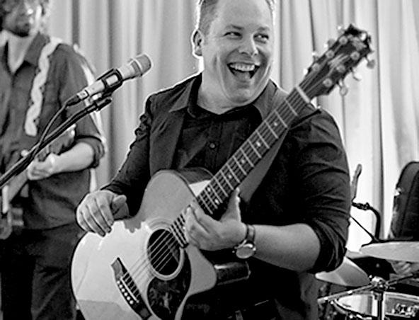 Acoustic Soloist Singer Greg - Brisbane Solo Musicians - Wedding Singers
