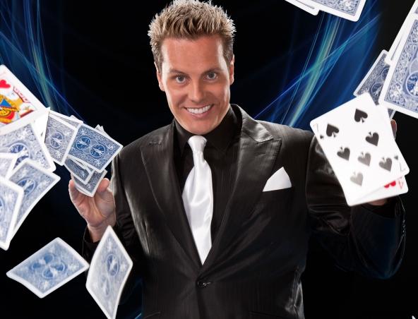 Matt Hollywood Magician Brisbane - Magicians Illusionists - Roving Magic